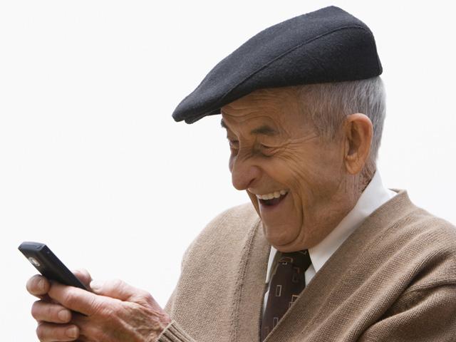 Как выбрать телефон для пожилых людей